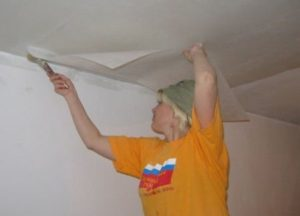 Как выровнять потолок своими руками. Часть 1 - Укладка армирующего стеклохолста